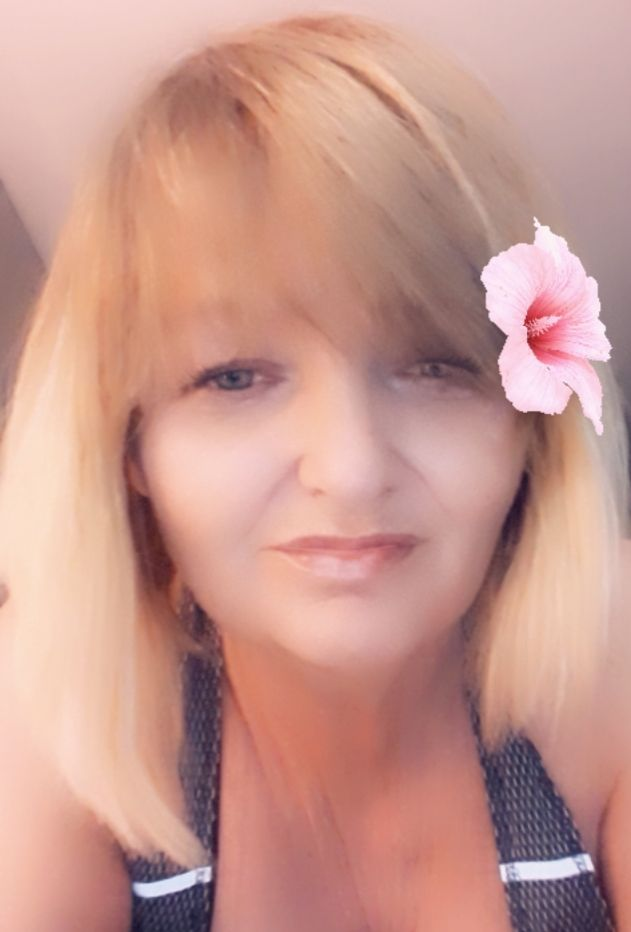 Hi I'm Kim Bailey I have a neurological disorder in my right leg and foot I'm in constant pain, my sympathetic nervous system being damaged image